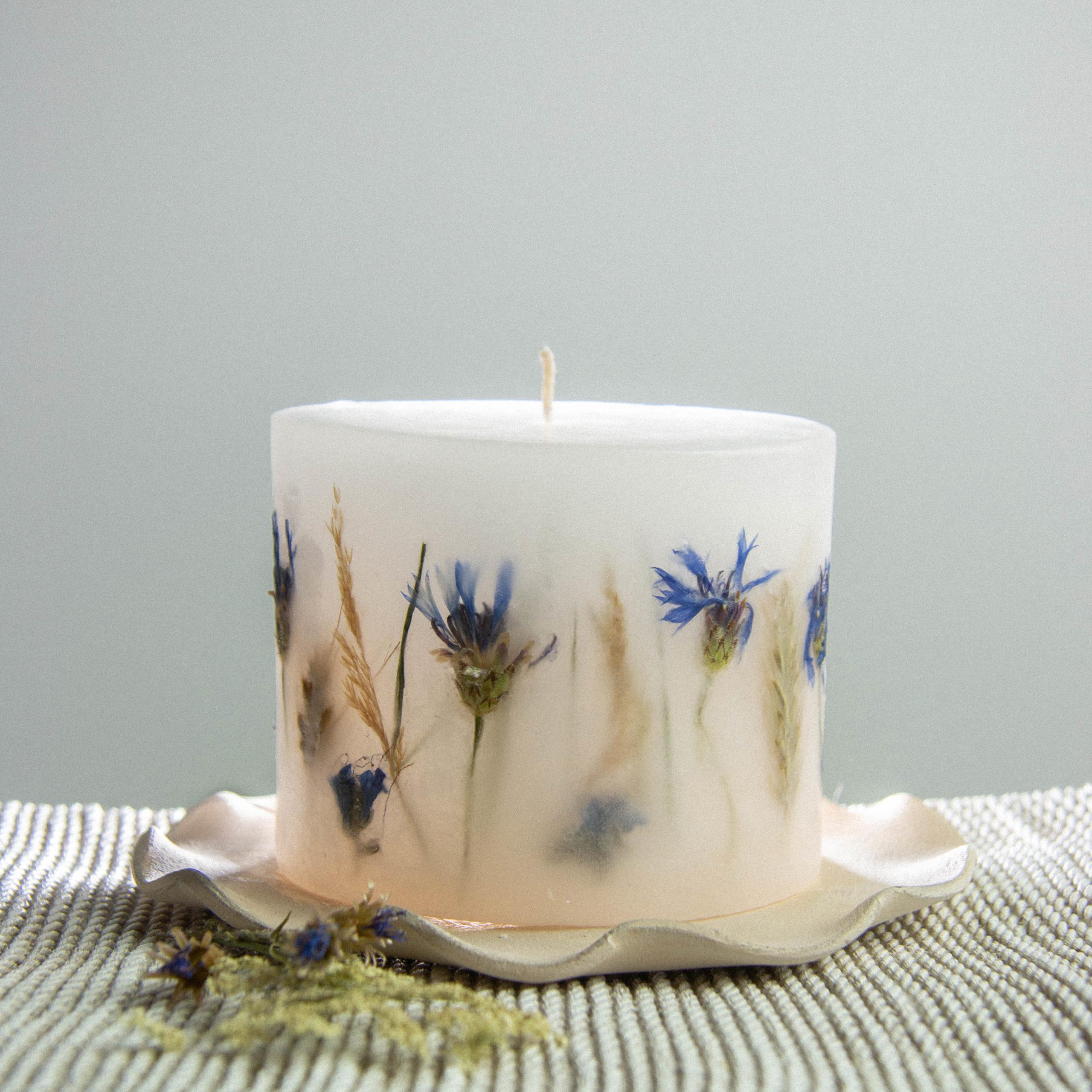 świece z motywem kwiatowym